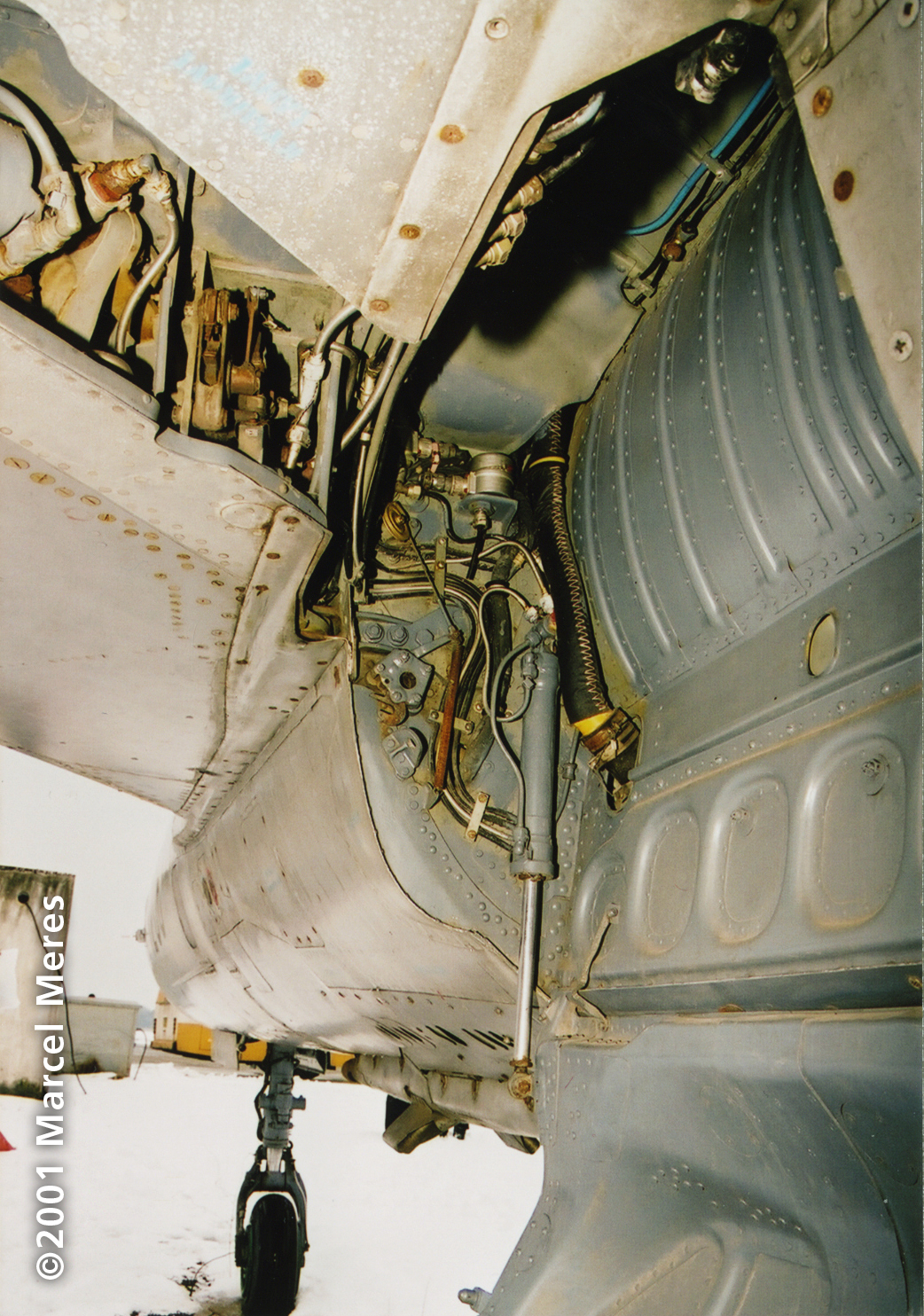[MiG-21_M_Main_undercarriage_well_left_looking_forward]