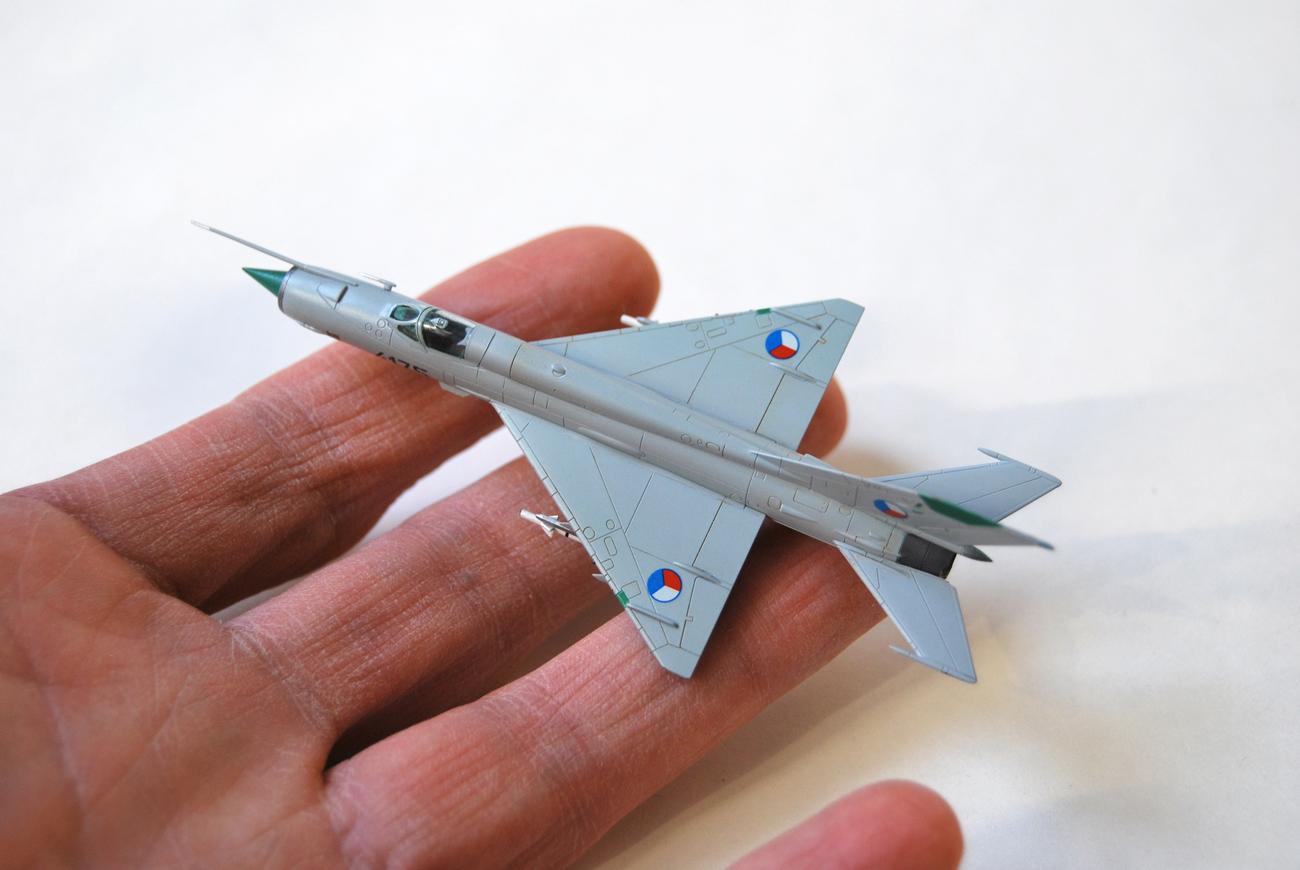 MiG-21MF, Eduard, 1/144 & my left hand