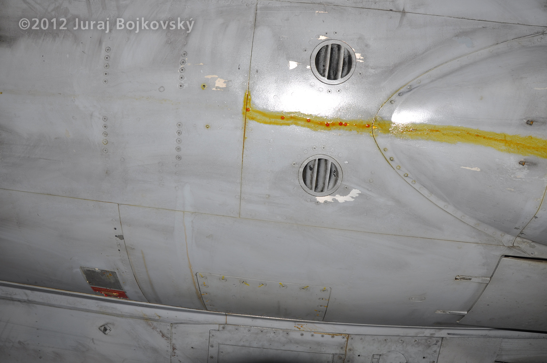 Saab J-35 Draken, Underside, Air vents near the tail undercarriage fairing