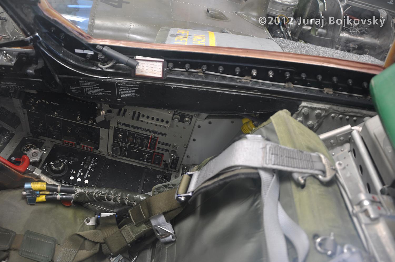 Saab J-35 Draken, Cockpit, Seat harness