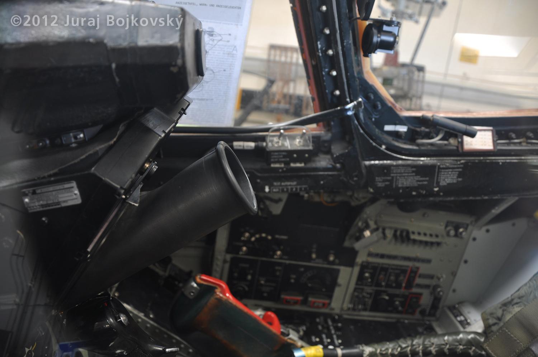 Saab J-35 Draken, Cockpit