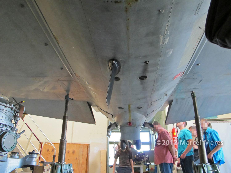 Saab J-35 Draken, Underside, Central section, looking backwards