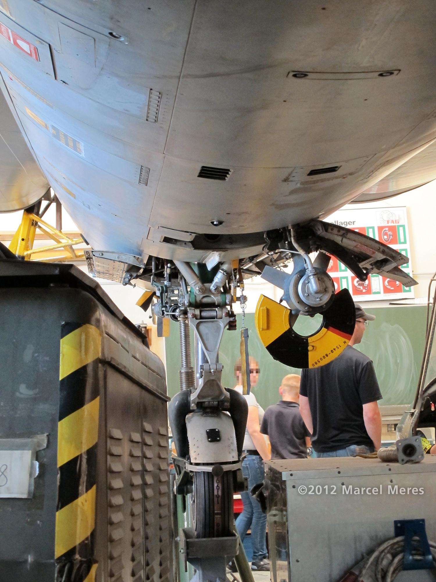 Saab J-35 Draken, Underside, Central section looking toward the nose