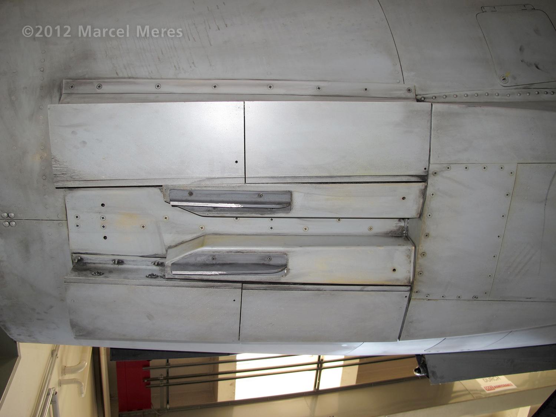 Saab J-35 Draken, Underside, Tail section