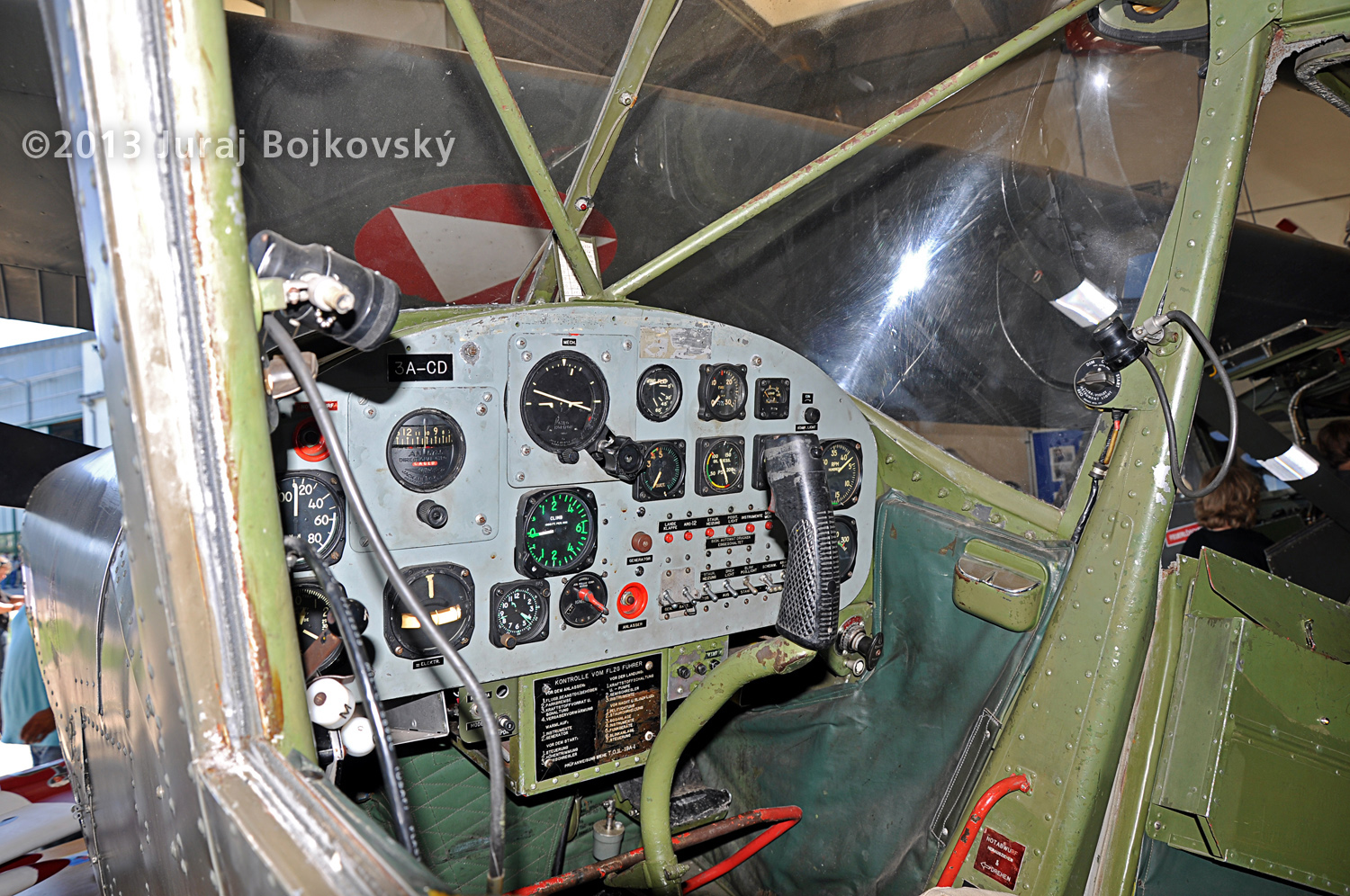 Cessna O-1 / L-19 Bird Dog, Austrian army, cockpit, front, main panel