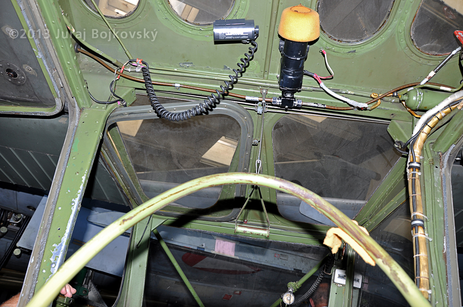 Cessna O -1 / L-19 Bird Dog, Austrian army, cockpit, top wall, looking backwards