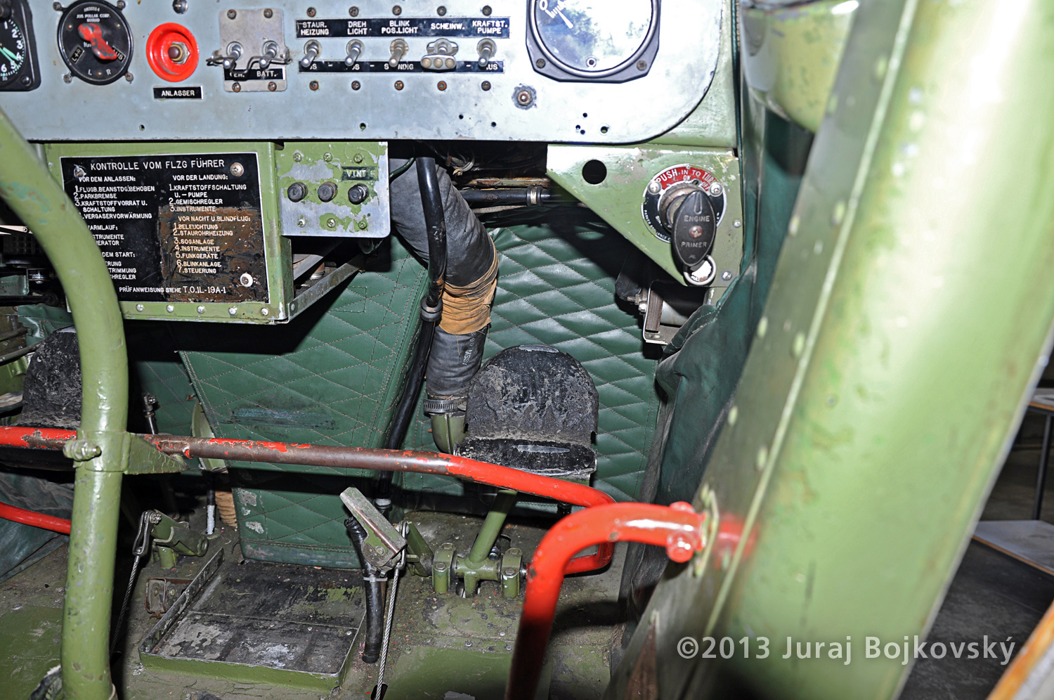 Cessna O -1 / L-19 Bird Dog, Austrian army, Cockpit, firewall