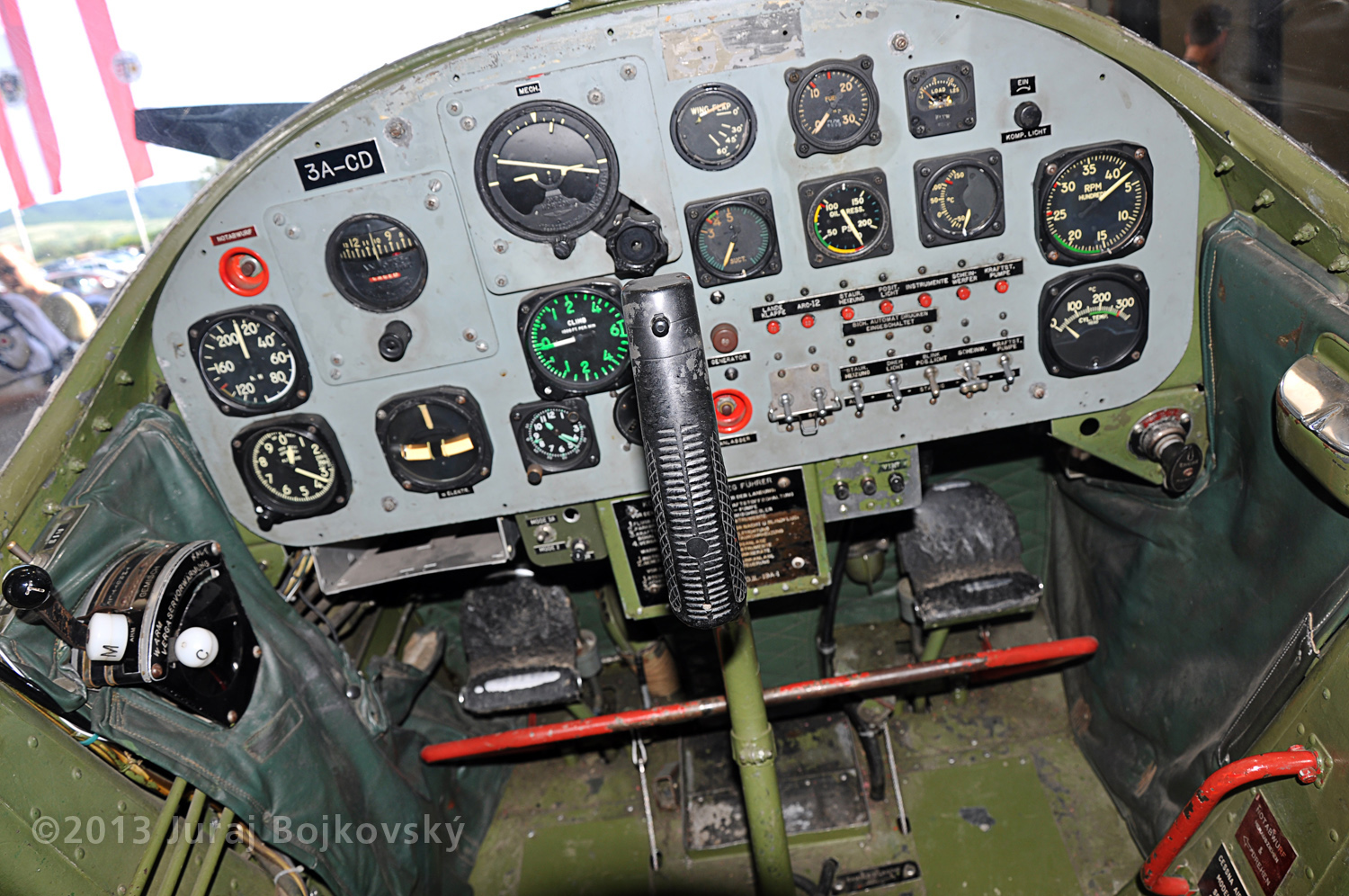 Cessna O-1 / L-19 Bird Dog, Austrian army, cockpit, front, main instrument panel