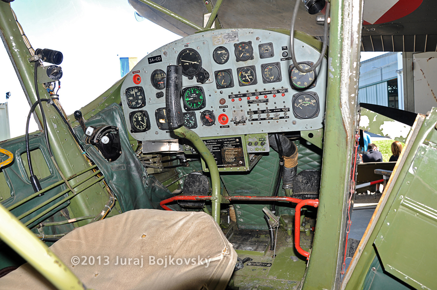 Cessna O-1 / L-19 Bird Dog, Austrian army, cockpit, front, controls