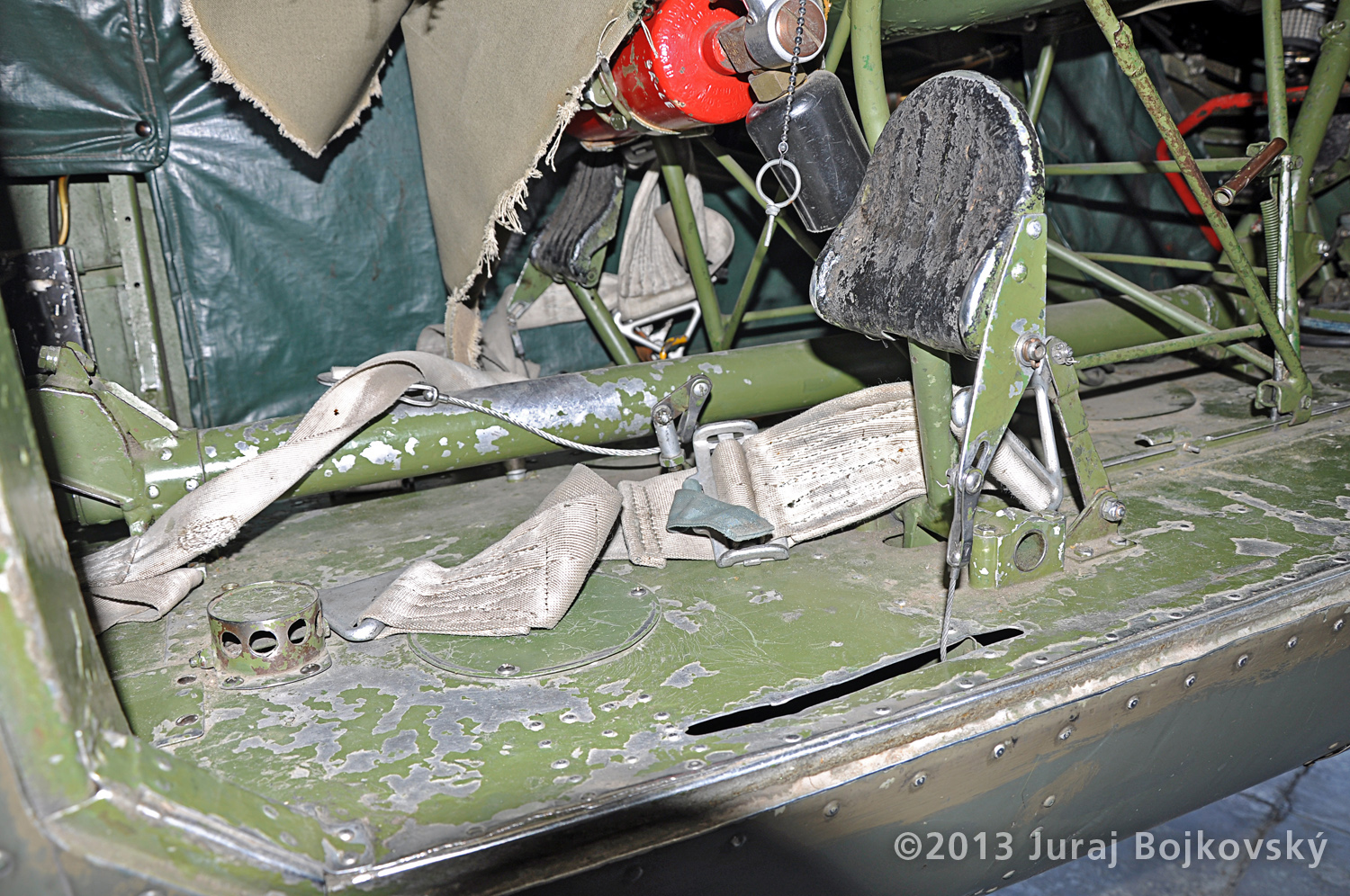 Cessna O -1 / L-19 Bird Dog, Austrian army, Cockpit, rear crewman rudder pedal