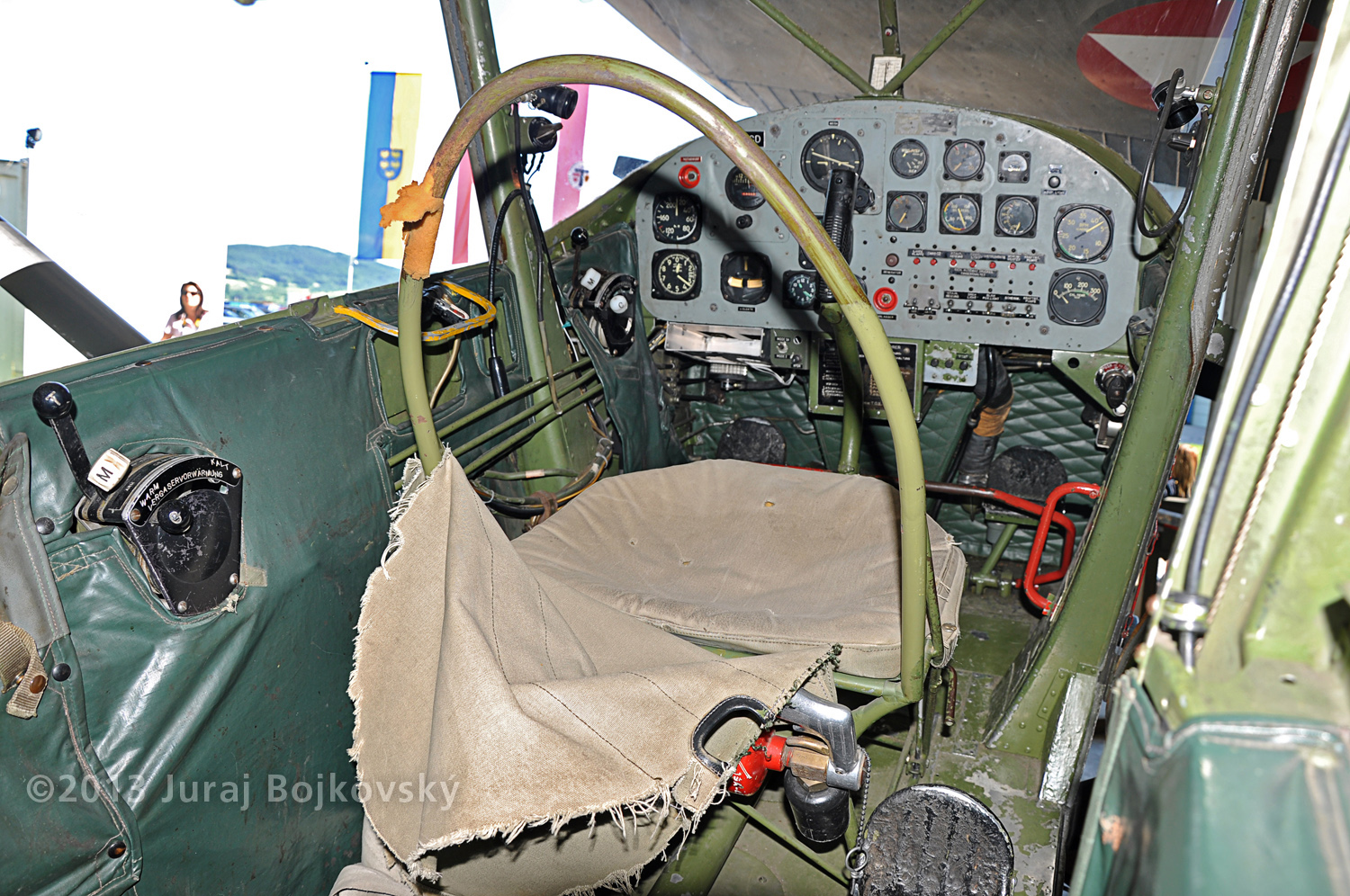 Cessna O -1 / L-19 Bird Dog, Austrian army, cockpit, looking forwards