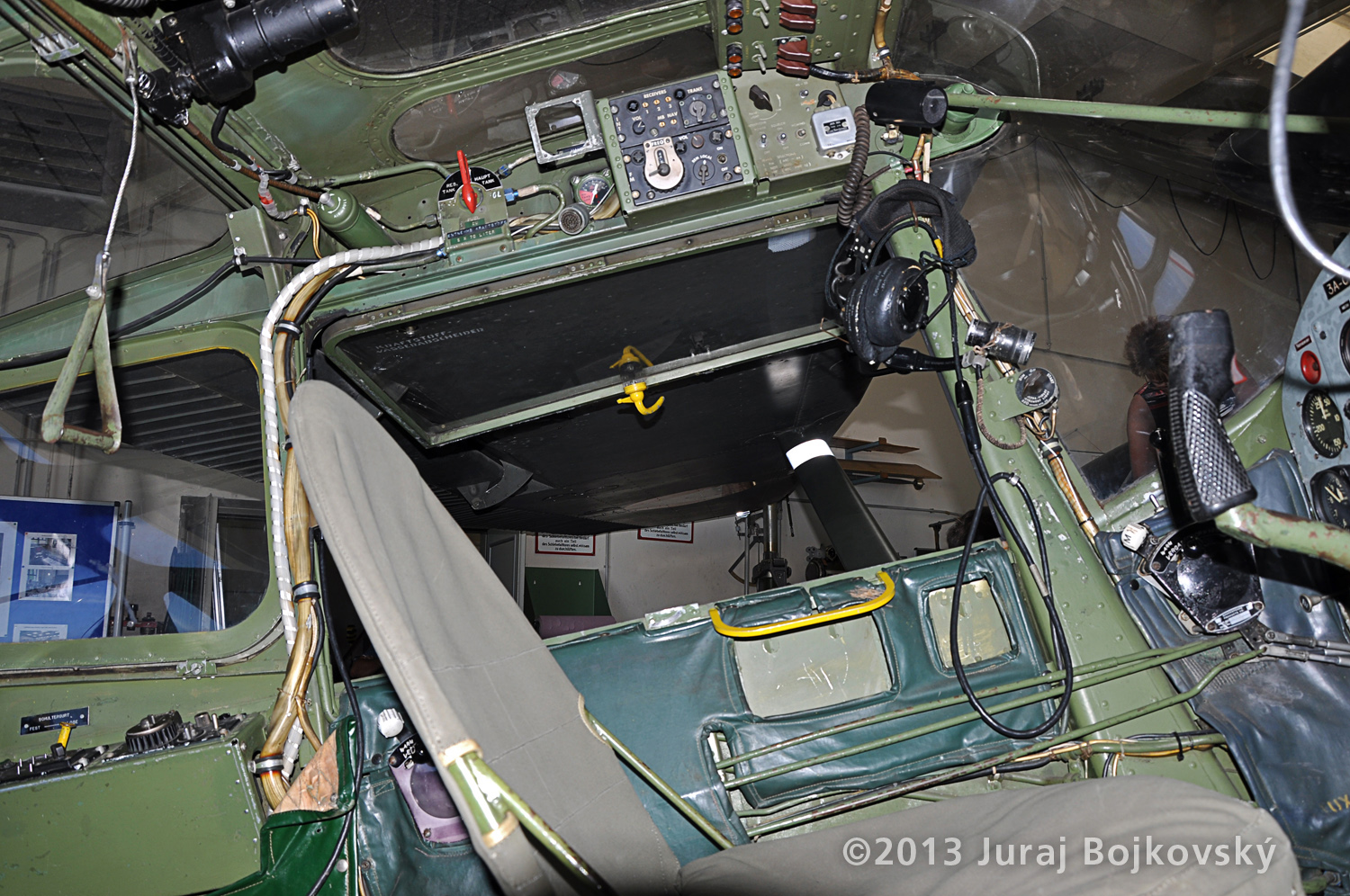 Cessna O-1 / L-19 Bird Dog, Austrian army, Cockpit, front seat, side look