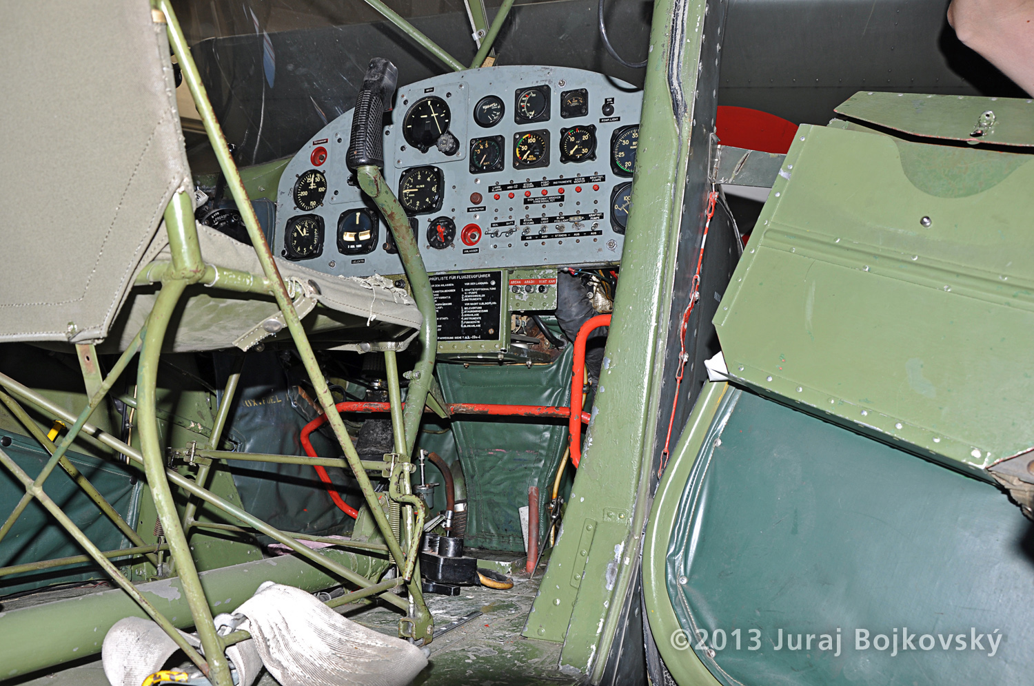 Cessna O-1 / L-19 Bird Dog, Austrian army, Cockpit, front