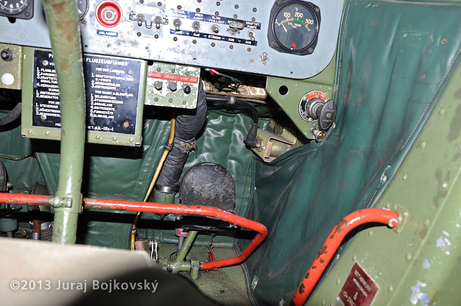 Cessna O -1 / L-19 Bird Dog, Austrian army, cockpit, rudder pedals