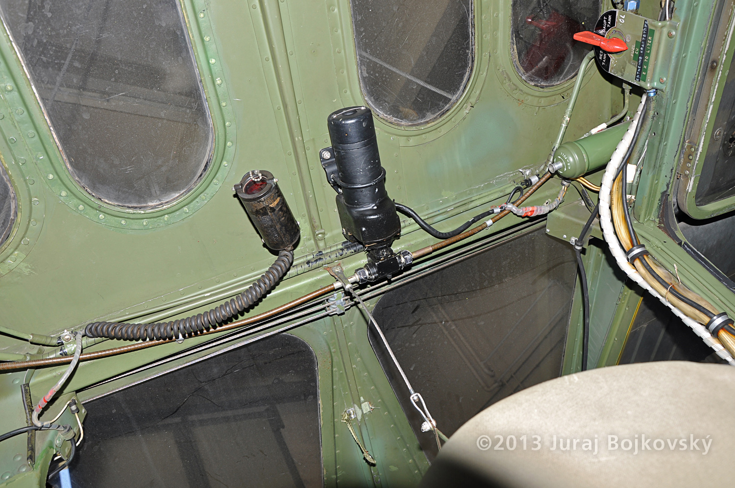 Cessna O -1 / L-19 Bird Dog, Austrian army, cockpit, top wall, rear portion