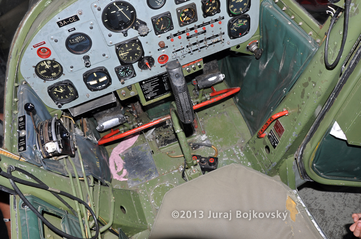 Cessna O -1 / L-19 Bird Dog, Austrian army, cockpit, front, looking down