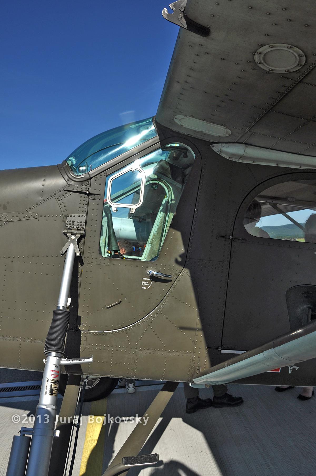 Pilatus Porter, Austrian Army, Pilot's door