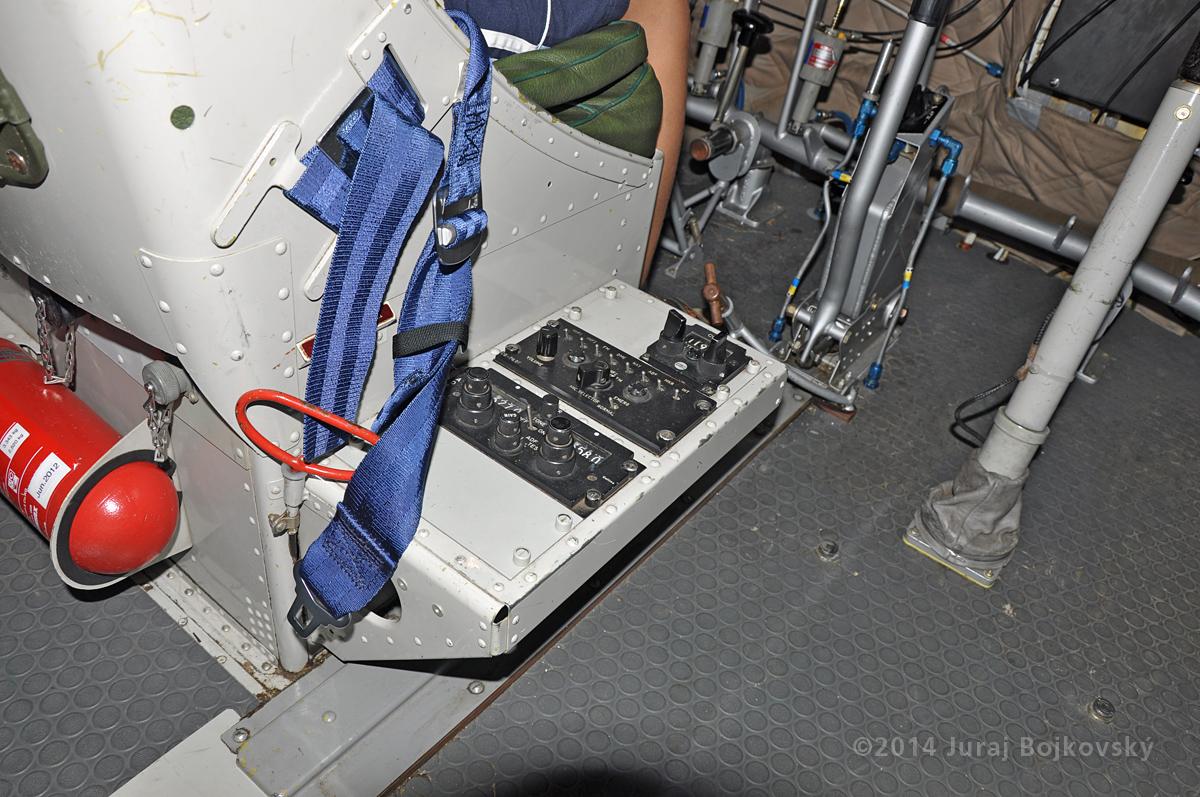 Pilatus Porter interior, pilot's seat console