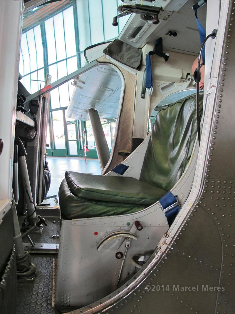Pilatus Porter cockpit, overview, pilot's seats
