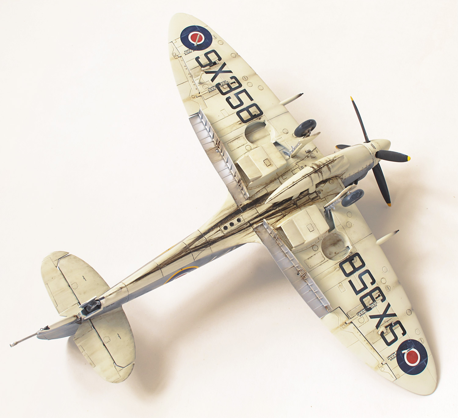 Supermarine Seafire FXVII, weathering, lower surfaces
