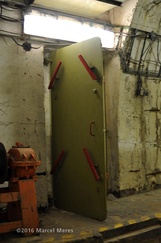 Tlakové dvere do garáže krytu