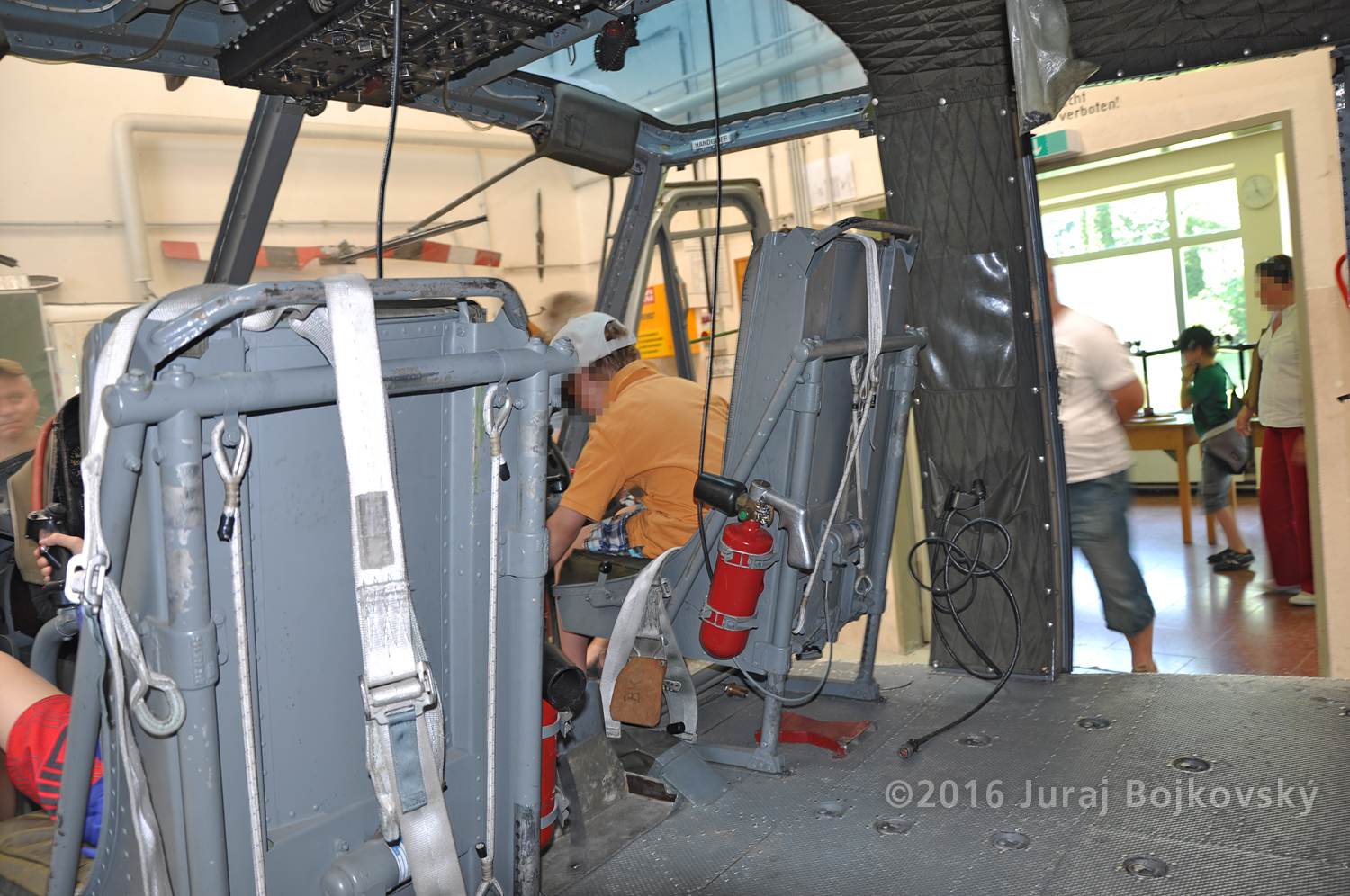 Bell UH-1B, Front Seats