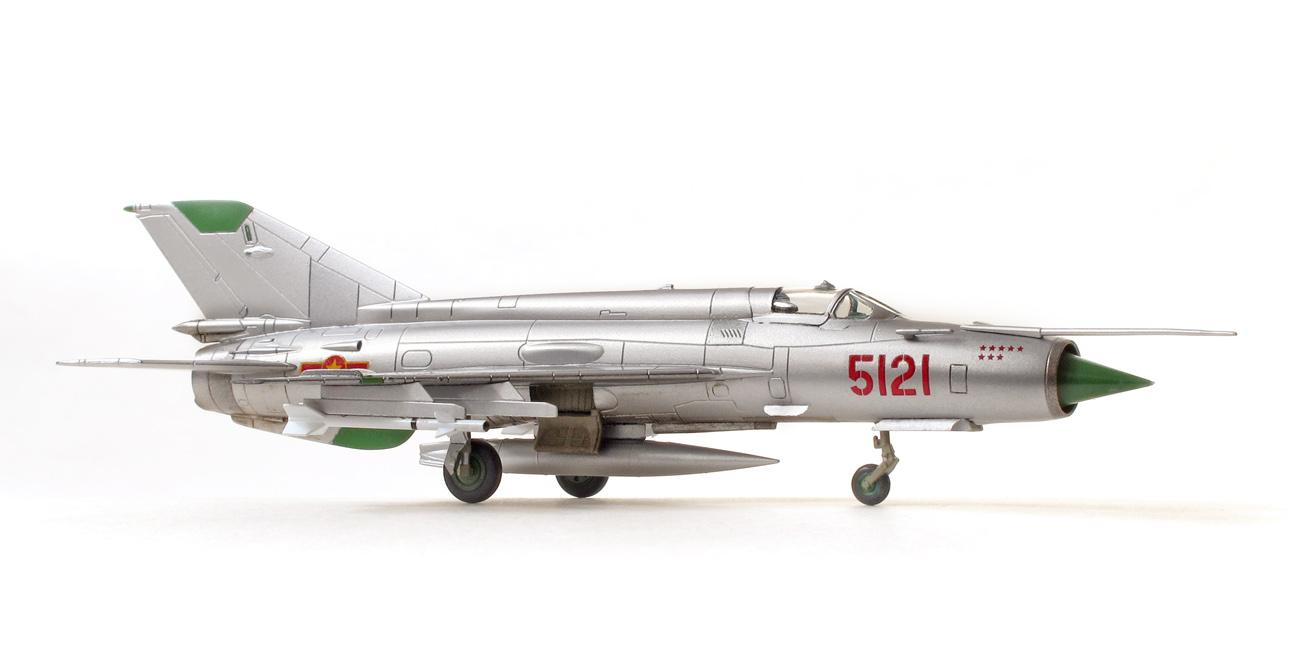 MiG-21MF eduard 1/144 bočný pohľad