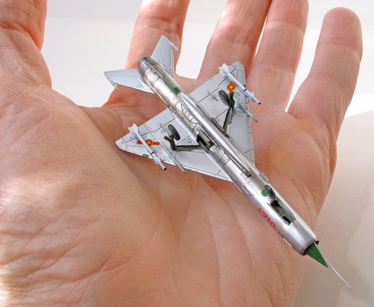 MiG-21MF eduard 1/144 na ruke, spodná strana